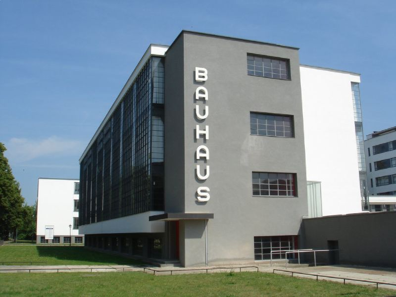 bauhaus influences on photography and architecture The bauhaus was a school whose approach to design and the combination of fine art and arts and crafts proved to be a major influence on the development of graphic.
